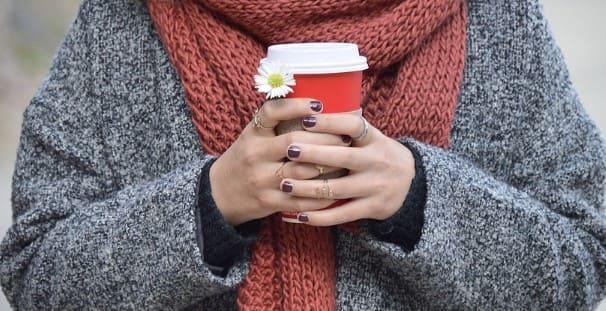 Las bebidas calientes te ayudaran con las manos frias